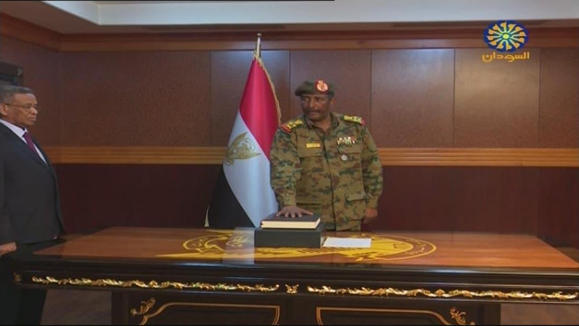 THUMBNAIL_ عبد الفتاح البرهان رئيس المجلس العسكري الجديد في السودان أدى اليمين الدستورية العربية