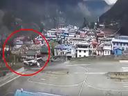 شاهد لحظة تخطف الأنفاس.. طائرة تصطدم بهليكوبتر