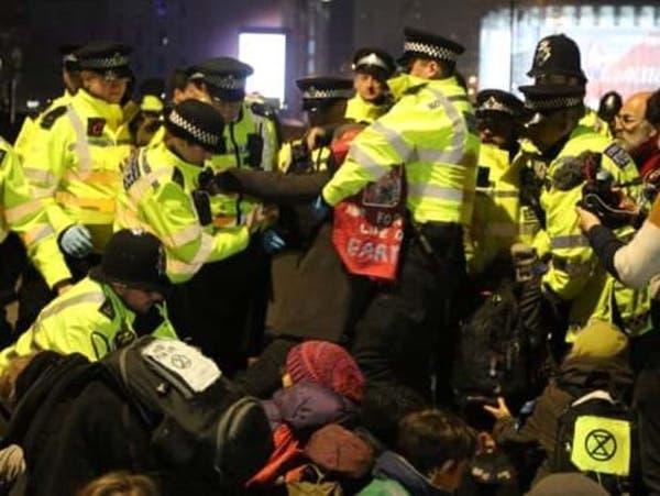 بريطانيا تعتقل 113 من نشطاء مكافحة تغير المناخ