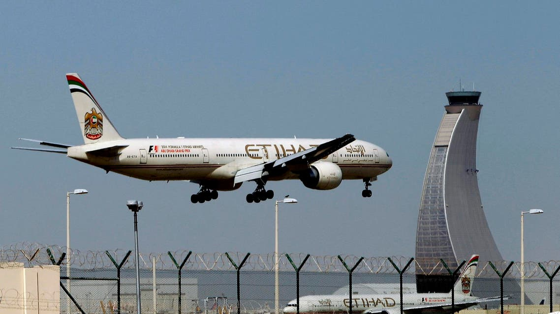 An Etihad Airways plane prepares to land at the Abu Dhabi airport on May 4, 2014. (AP)