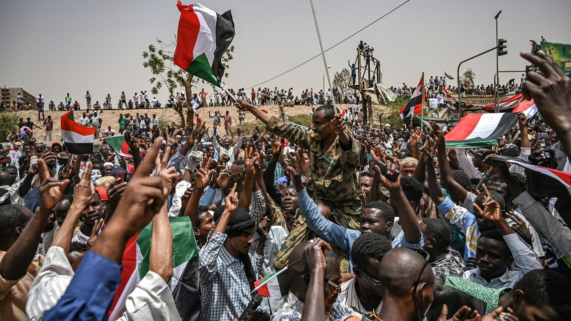 Sudanese protestors shout slogans during a protest outside the army complex in the capital Khartoum on April 18, 2019. Crowds are expected to converge Thursday in the Sudanese capital as protesters mark one week since the army ousted president Omar al-Bashir, determined to complete their revolution seeking civilian rule.
