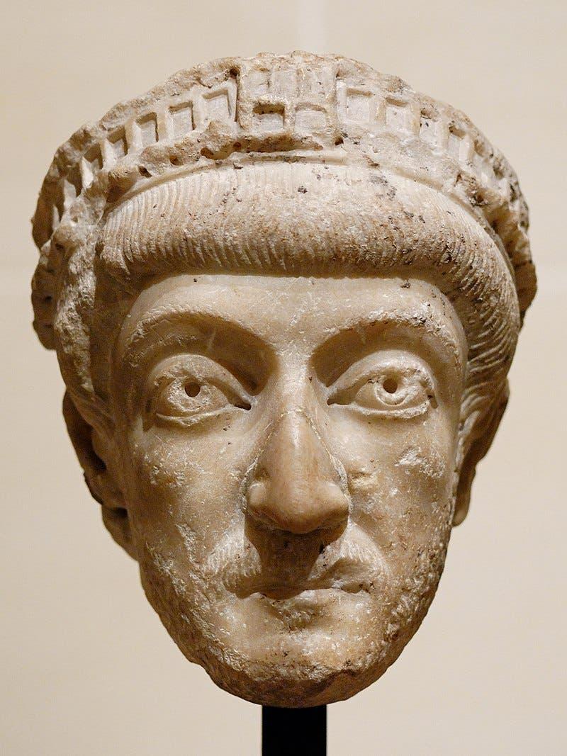 تمثال نصفي لثيودوسيوس الثاني