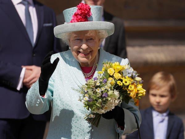 """رد """"مفاجئ"""" من ملكة بريطانيا على سائحين لم يتعرفوا عليها"""