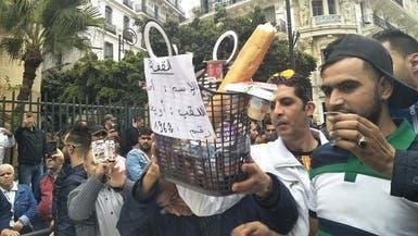 شاهد لماذا انتظر جزائريون أويحيى بالزبادي أمام المحكمة؟