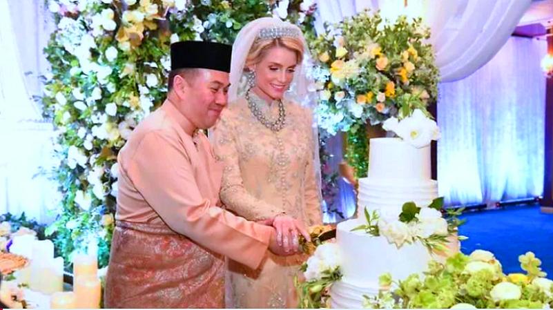 واقتصر حفل الزواج على 300 مدعو، هم من ذوي العروسين وبعض المشاهير