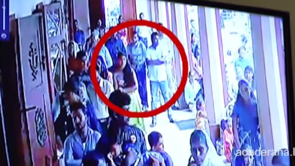شاهد الانتحاري يظهر بين الجموع ويفجر الكنيسة بسريلانكا