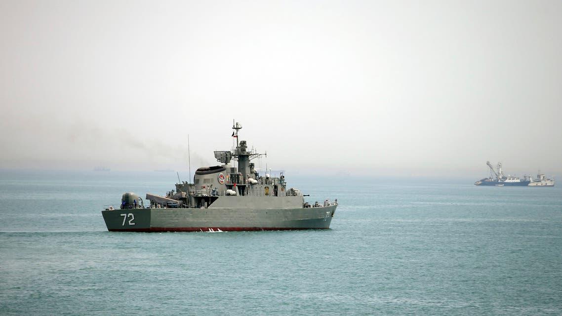 سفينة حربية إيرانية في مضيق هرمز
