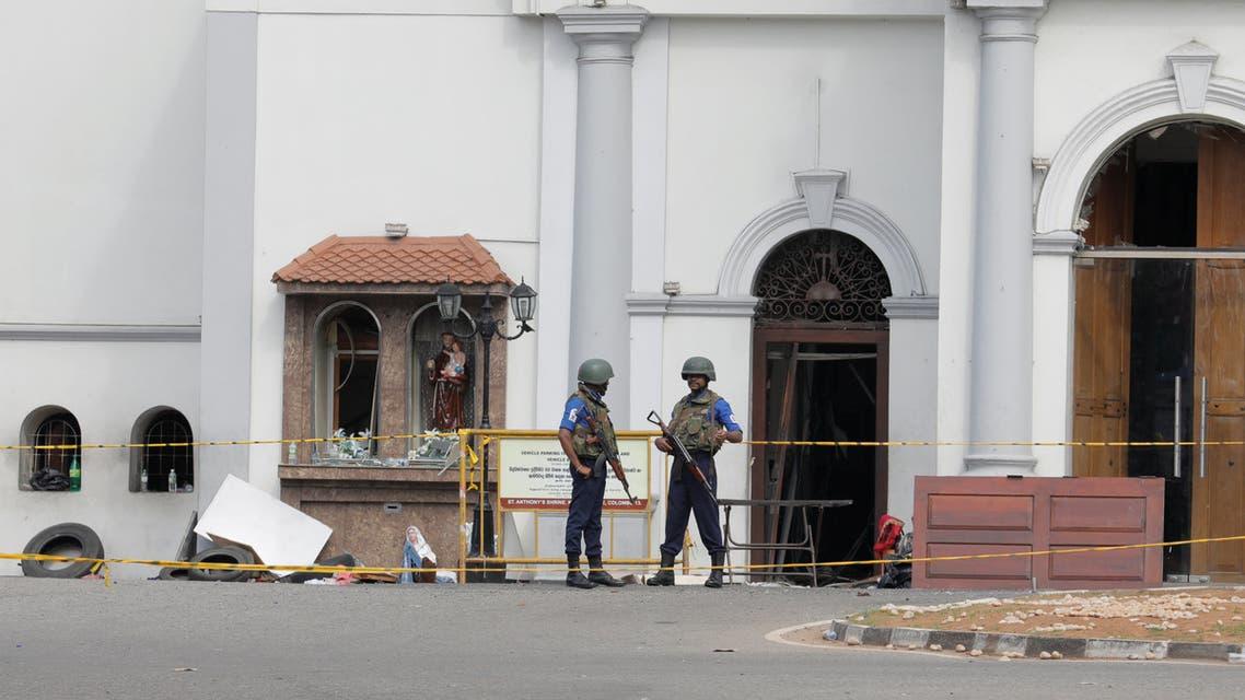 من أمام كنيسة سان أنتوني - سريلانكا