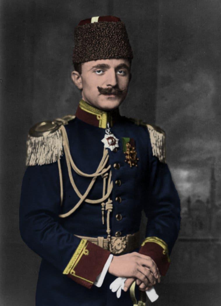 صورة لوزير الحربية العثماني أنور باشا