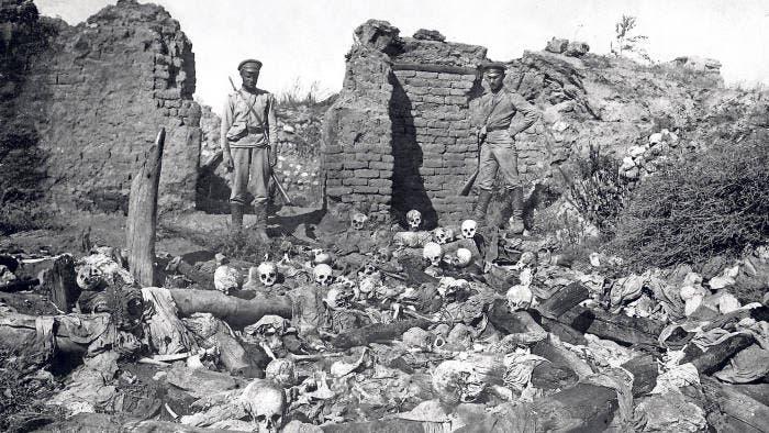 صورة لجماجم أرمينيين متناثرة أثناء الإبادة