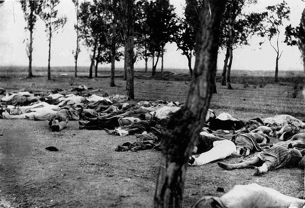 صورة لعدد من الضحايا الأرمن الذين سقطوا سنة 1915 خلال الإبادة