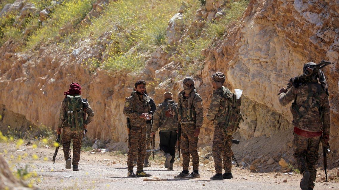 عناصر من قوات سوريا الديمقراطية (رويترز)