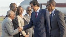 امیر قطر کی بدنام زمانہ دہشت گرد افریقی شخصیت کے ساتھ مصافحے کی تصویر