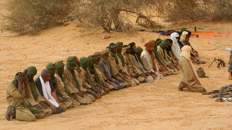 مصطفى الشافعي يصلي خلف بلعور