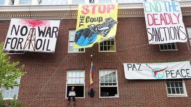 أتباع مادورو يحتلون سفارة فنزويلا بواشنطن..وأميركا حذرة