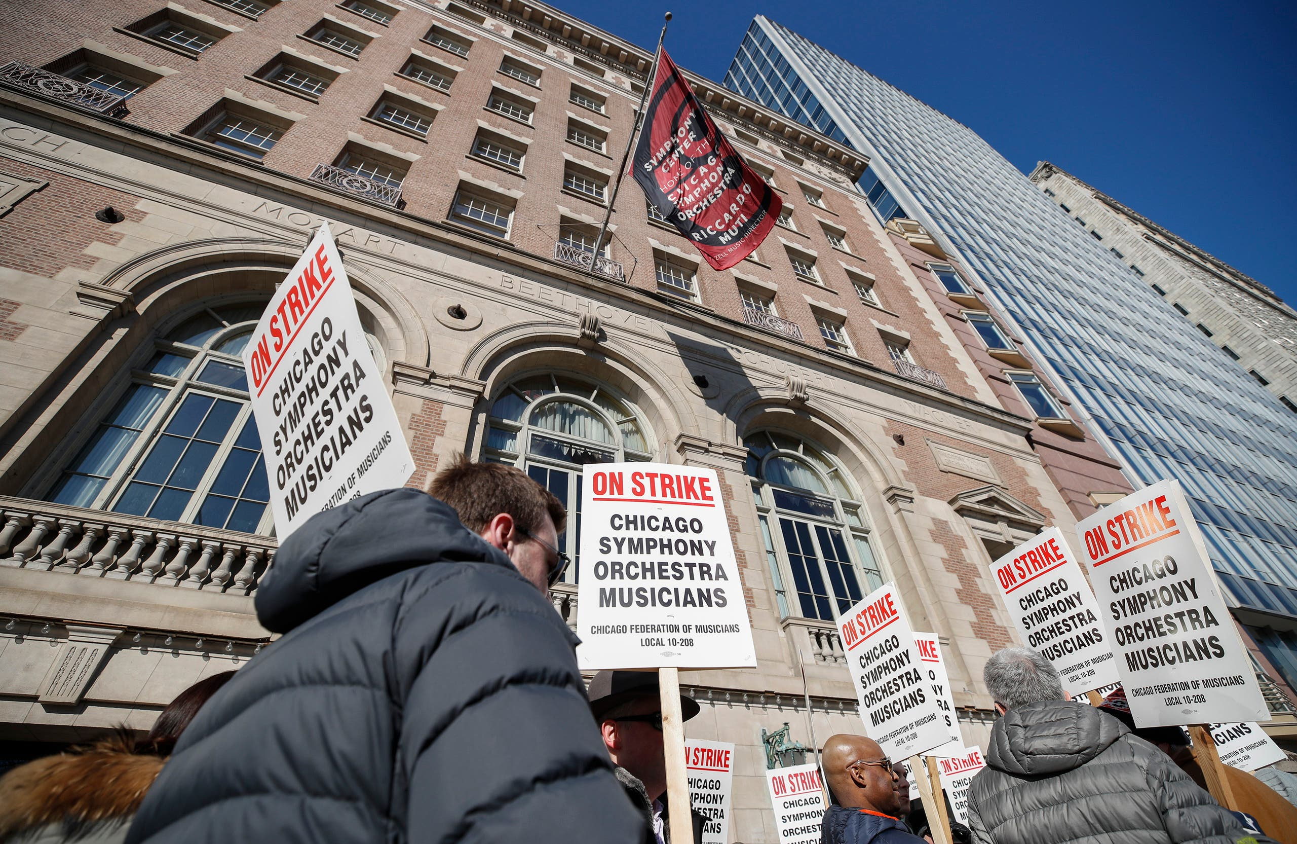 Members of the renowned Chicago Symphony Orchestra picket outside Symphony Center on March 12, 2019 in Chicago, after 11 months of pay talks failed to reach an agreement. (AP)