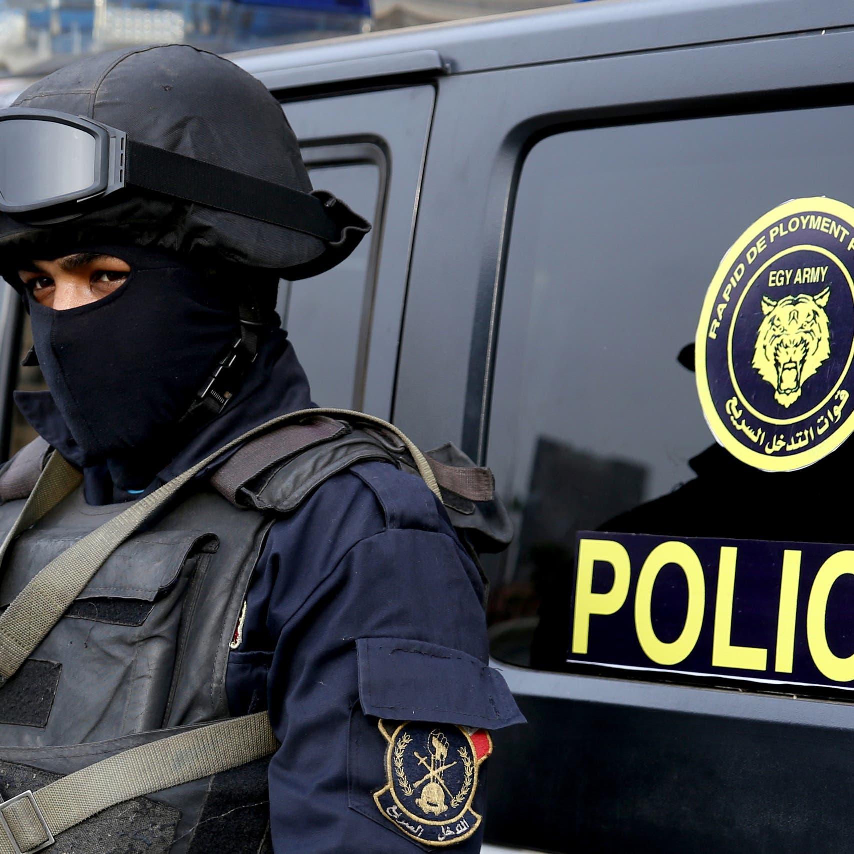 مصر تعتقل 23 شخصا منعوا دفن طبيبة قتلها الفيروس