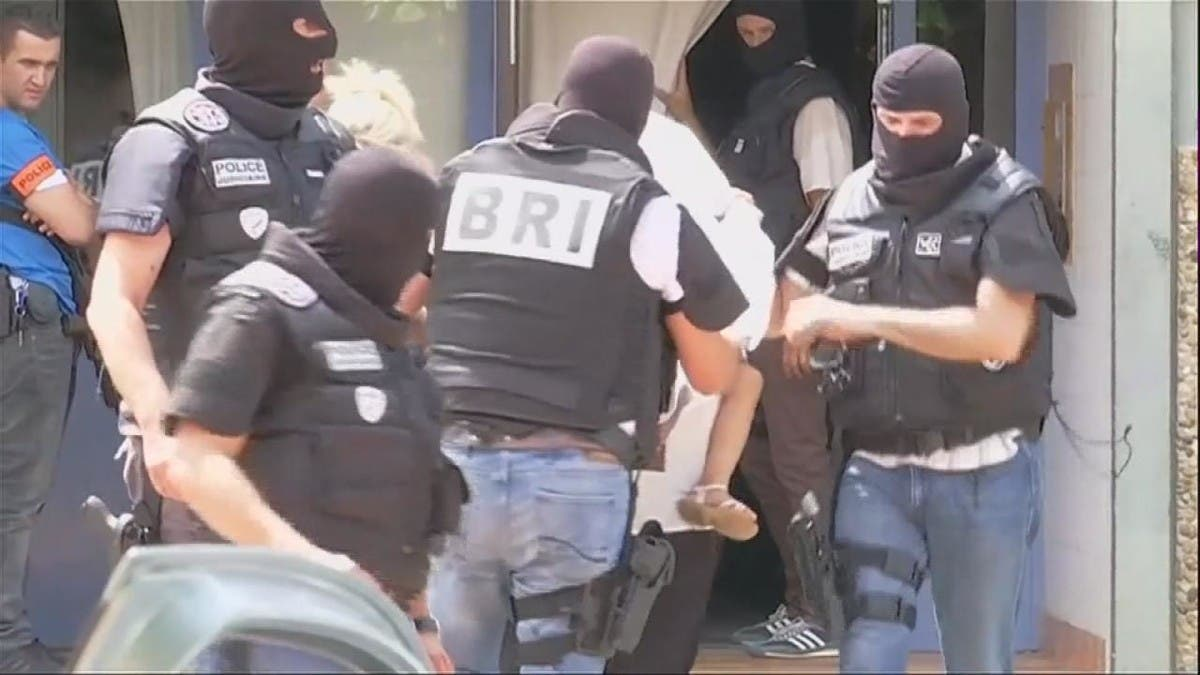 فرنسا.. توقيف 7 بتحقيق بشبهة تمويل جماعات متطرفة بسوريا