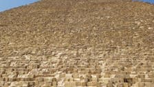 فيديو لشاب مصري يصعد قمة الهرم ويرعب الزائرين