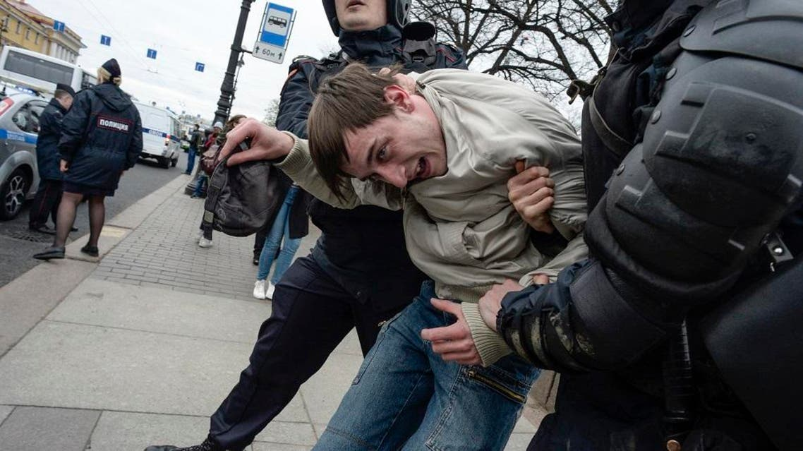 Russian police officers detain a protester during an unauthorized anti-Putin rally. (File photo: AFP)