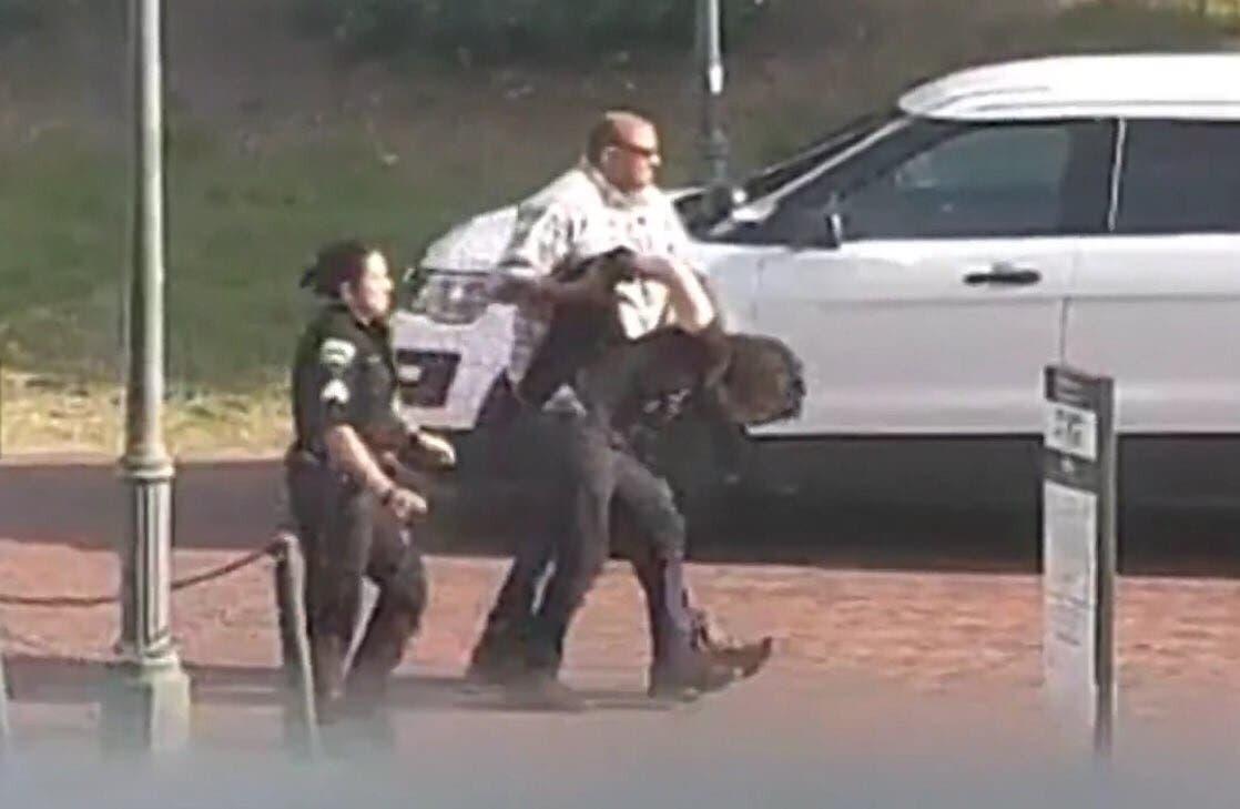 صورة لمتهم تحتجزه الشرطة