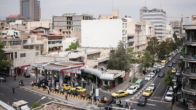 """إيران.. النفط نحو """"الصفر"""" والطوابير تطول"""