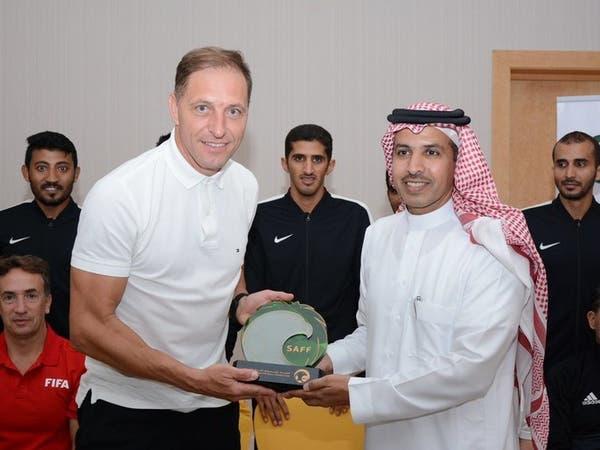 الأرجنتيني نيستور بيتانا يلتقي بحكام كرة القدم السعوديين