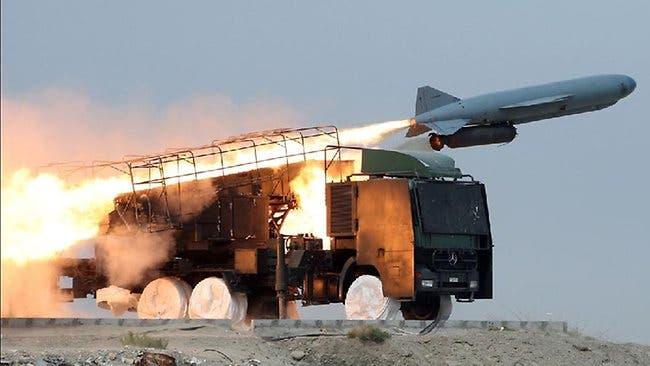 صاروخ بر-بحر من طراز دودة القز الصيني في مناورة عسكرية إيرانية