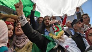 الجزائريون إلى الشارع مجددا.. مطالبين برحيل رموز النظام