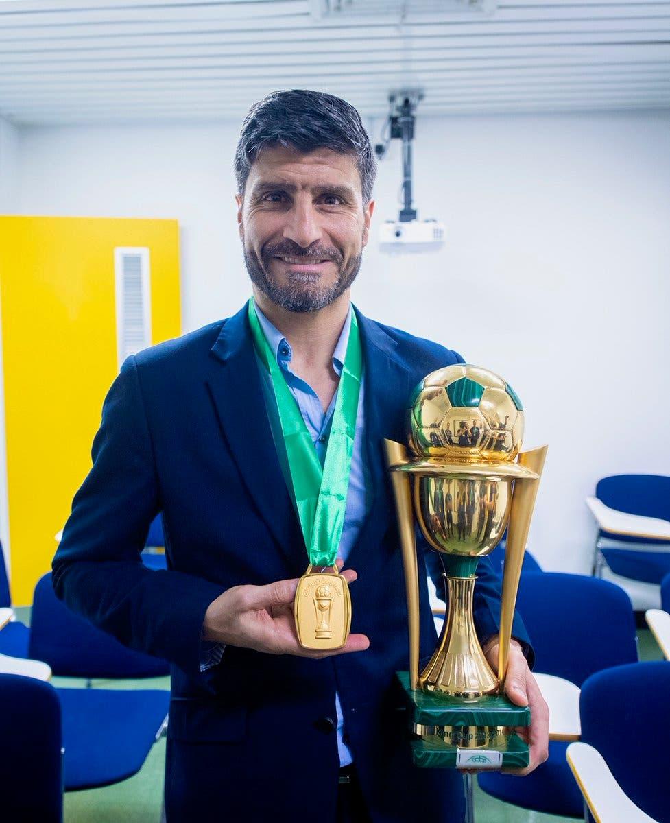 بيدرو إيمانويل مع لقب كأس الملك