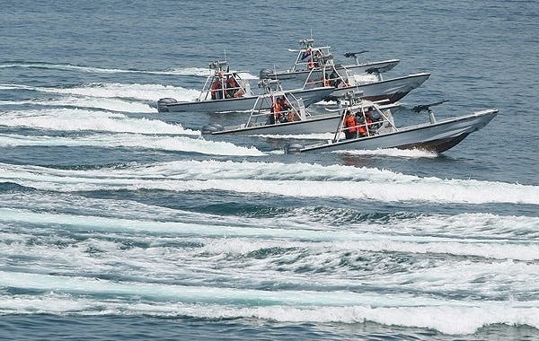 القوارب السريعة الإيرانية