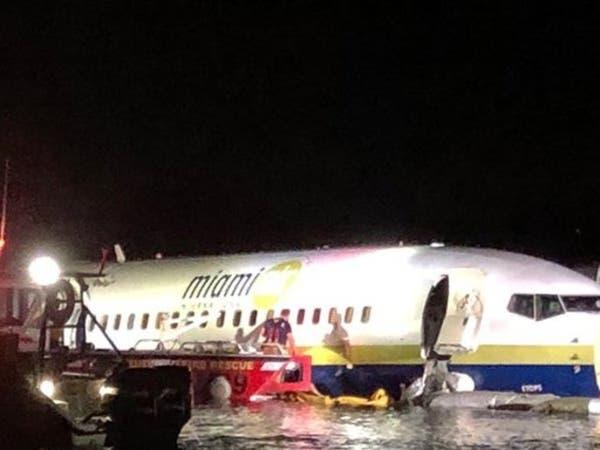 """فلوريدا.. طائرة بوينغ تقل 136 راكبا """"تنزلق"""" في نهر"""