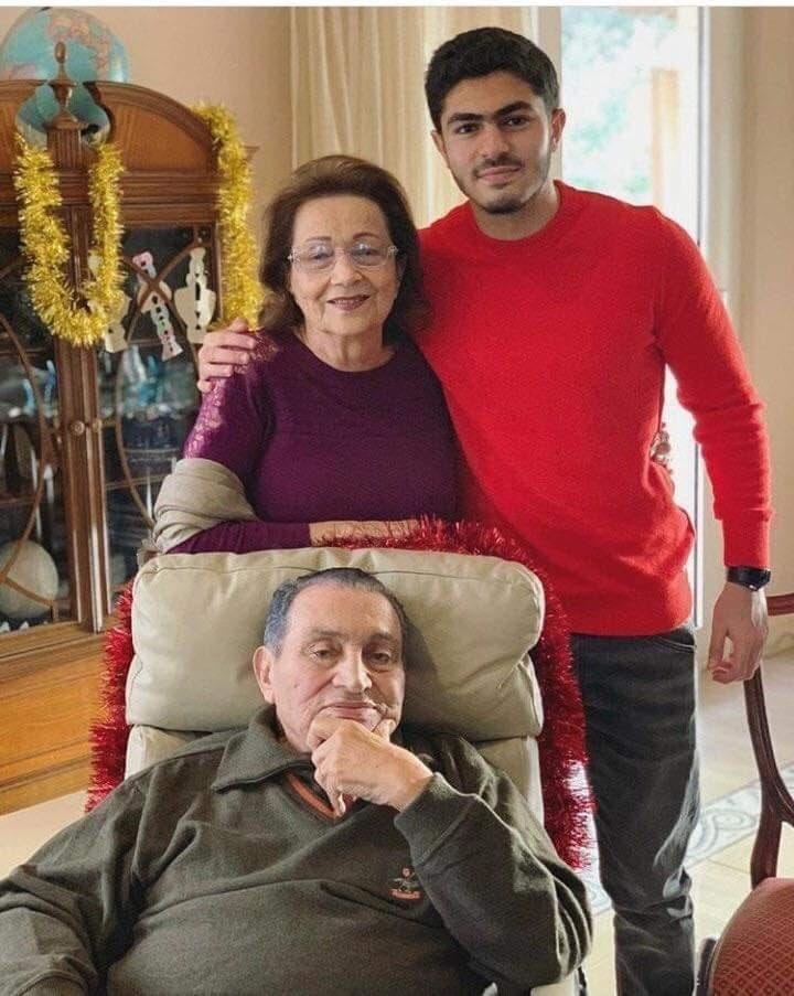 مبارك وسوزان وعمر علاء