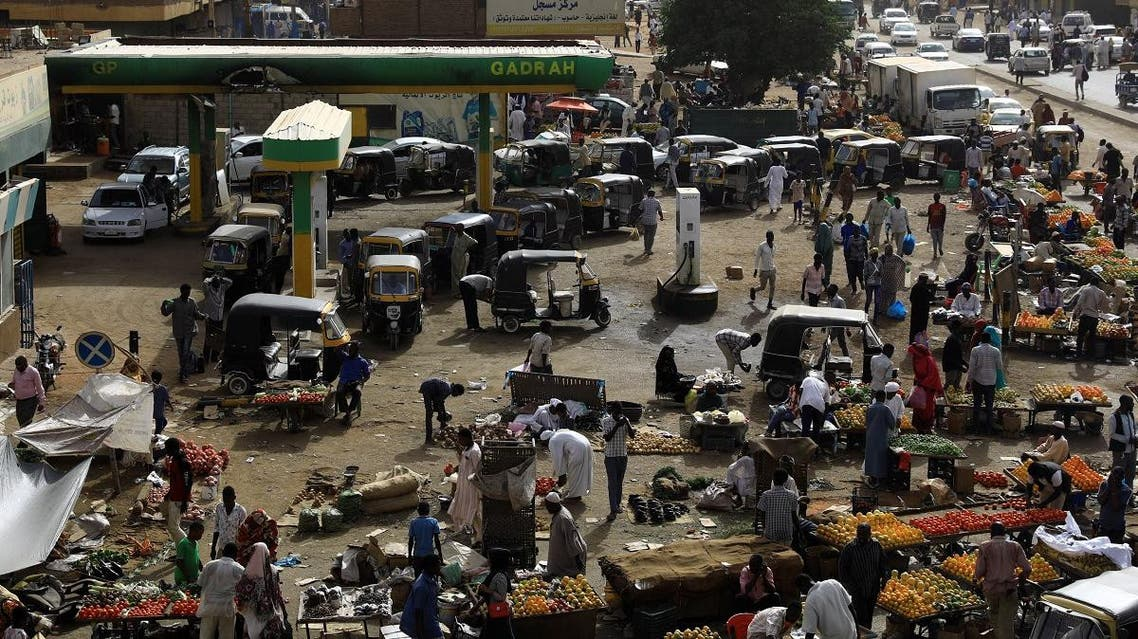 Vehicles line up for gasoline at a gas station in Khartoum, Sudan, May 4, 2019. (Reuters)