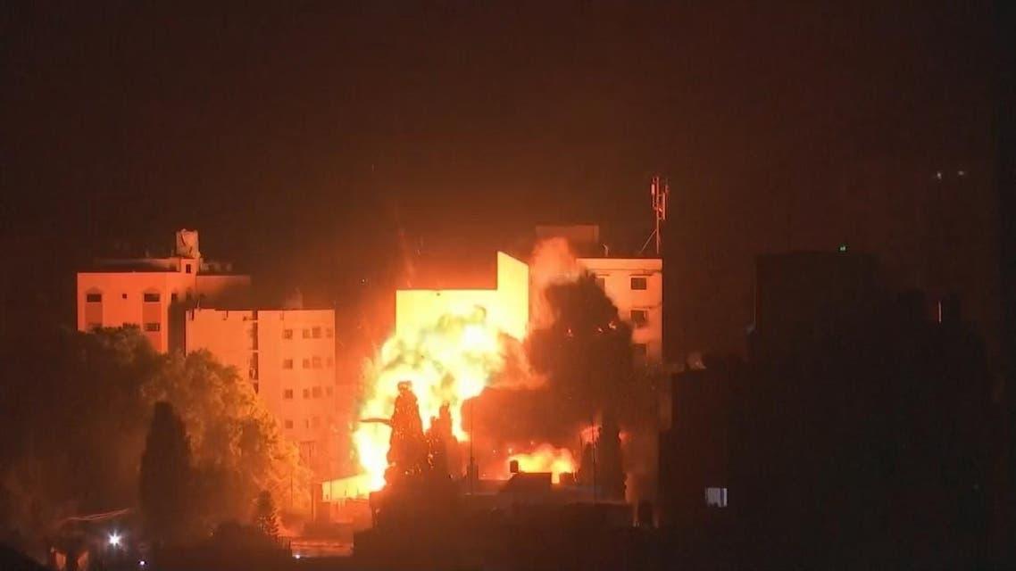 THUMBNAIL_ شاهد لحظة استهداف غارة إسرائيلية غزة ليلا