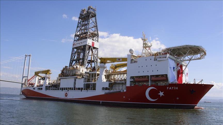 سفينة الفاتح التركية  التي تتولى مهام التنقيب في المتوسط