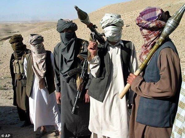 مقتل 15 جنديا جراء اجتياح طالبان نقطتين أمنيتين
