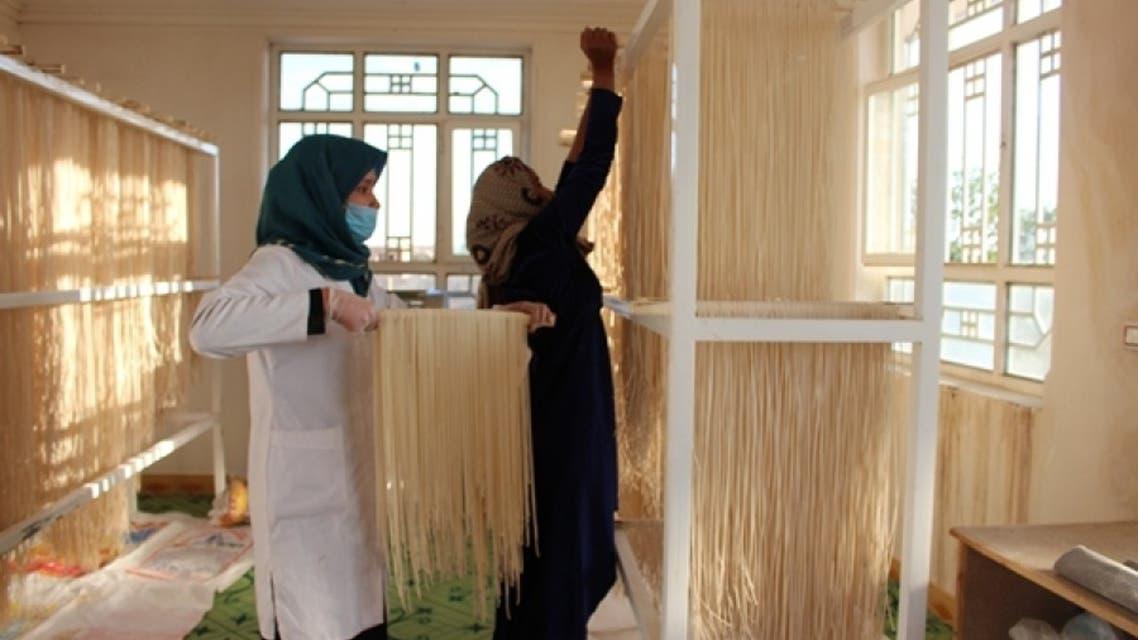 تصویری... گروهی از زنان افغان مرکز تولیدی «آش و ترشی» را ایجاد کردند