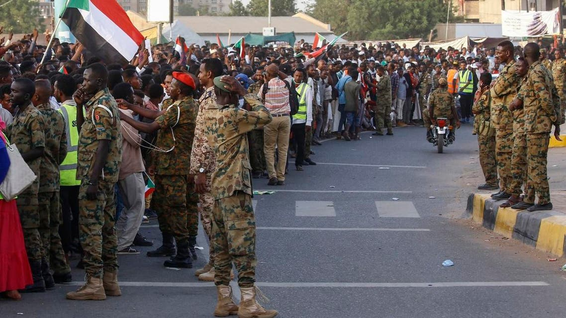 Sudanese soldiers stand guard during a rally outside the army headquarters in Khartoum on May 2, 2019. (AFP)