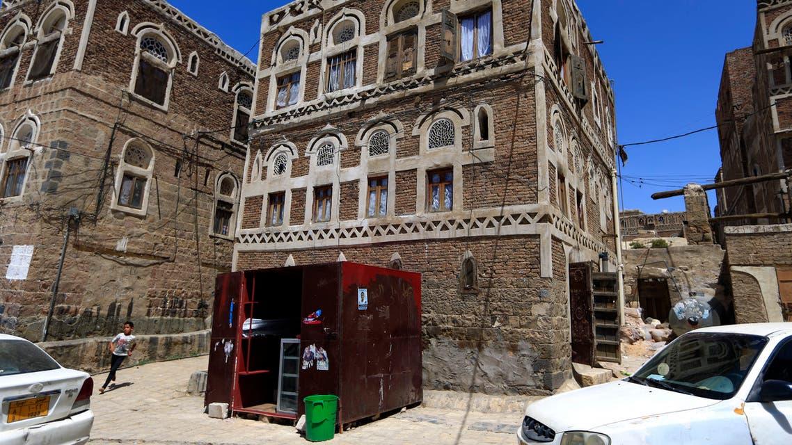 محال تجارية صغيرة في صنعاء