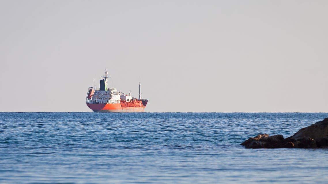 سفينة في البحر الأبيض المتوسط