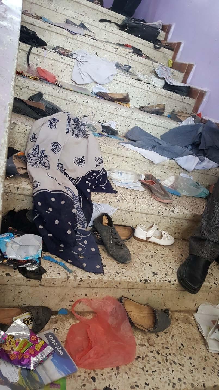 أحذية لأطفال مذعورين تركوها خلفهم في مدرسة الراعي إثر انفجار في مستودع يسيطر عليه الحوثيون في صنعاء