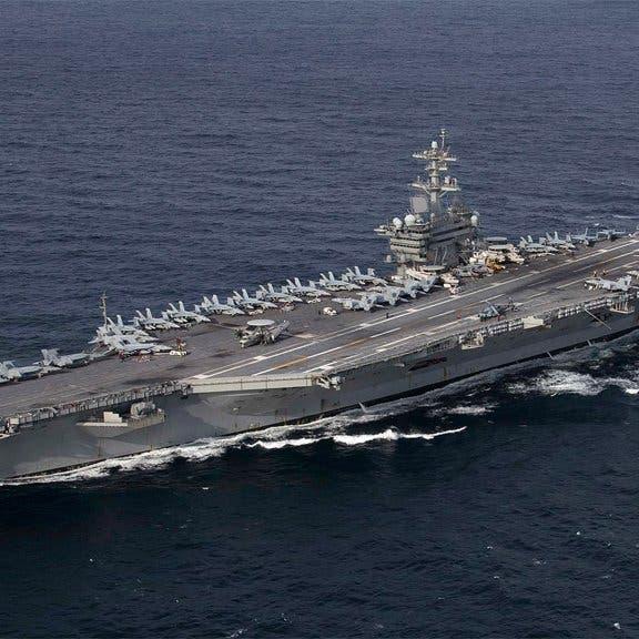 قائد أميركي يهدد بإرسال حاملة الطائرات إلى مضيق هرمز