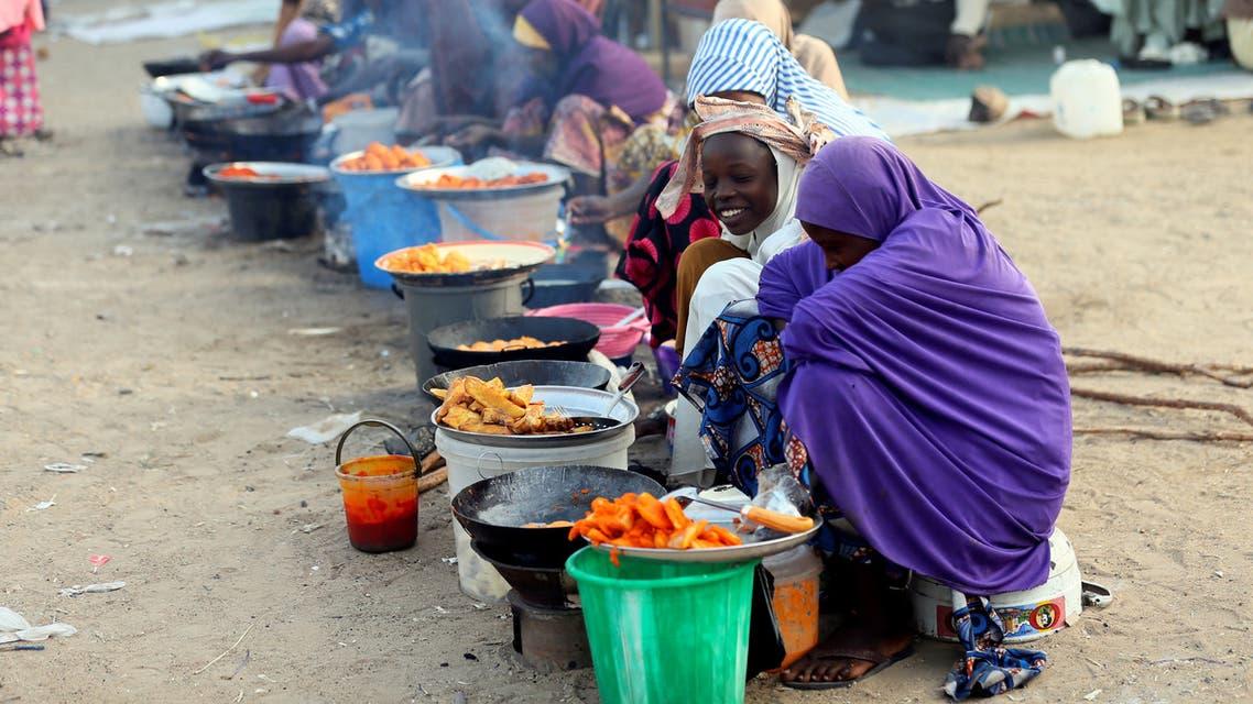 FILE PHOTO: Internally displaced women vendors fry beans cake at a village camp in Maiduguri, Nigeria, February 16, 2019. REUTERS/Afolabi Sotunde/File Photo