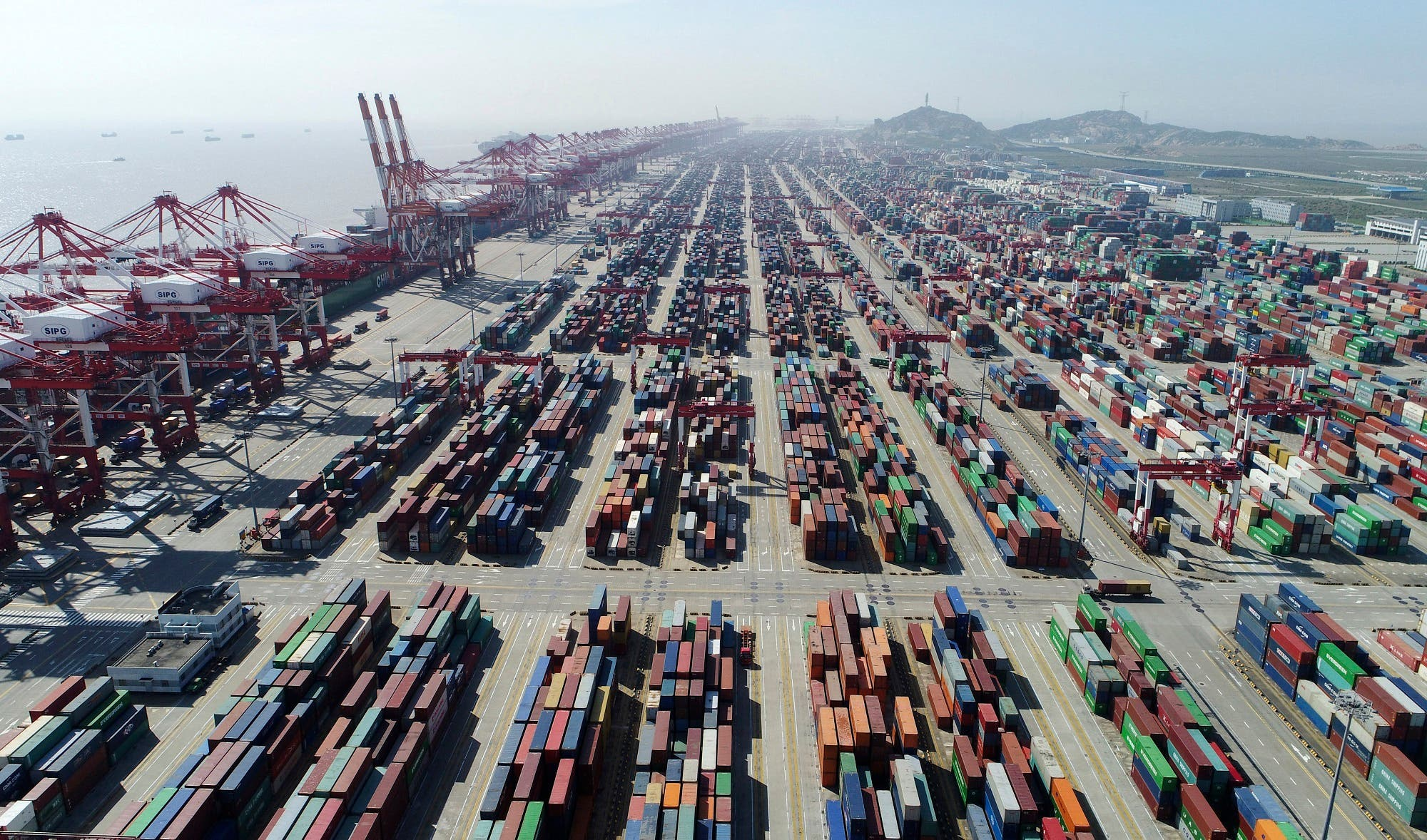 A container dock of Yangshan Port in Shanghai, east China. (File photo: AP)