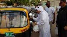 """سوڈان : خرطوم میں سعودی سفارت خانے کی جانب سے """"سڑک پر گزرنے والوں"""" کے لیے افطار"""