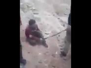 بالفيديو.. رفس رأس سوري بأقدام عناصر قريبة من تركيا