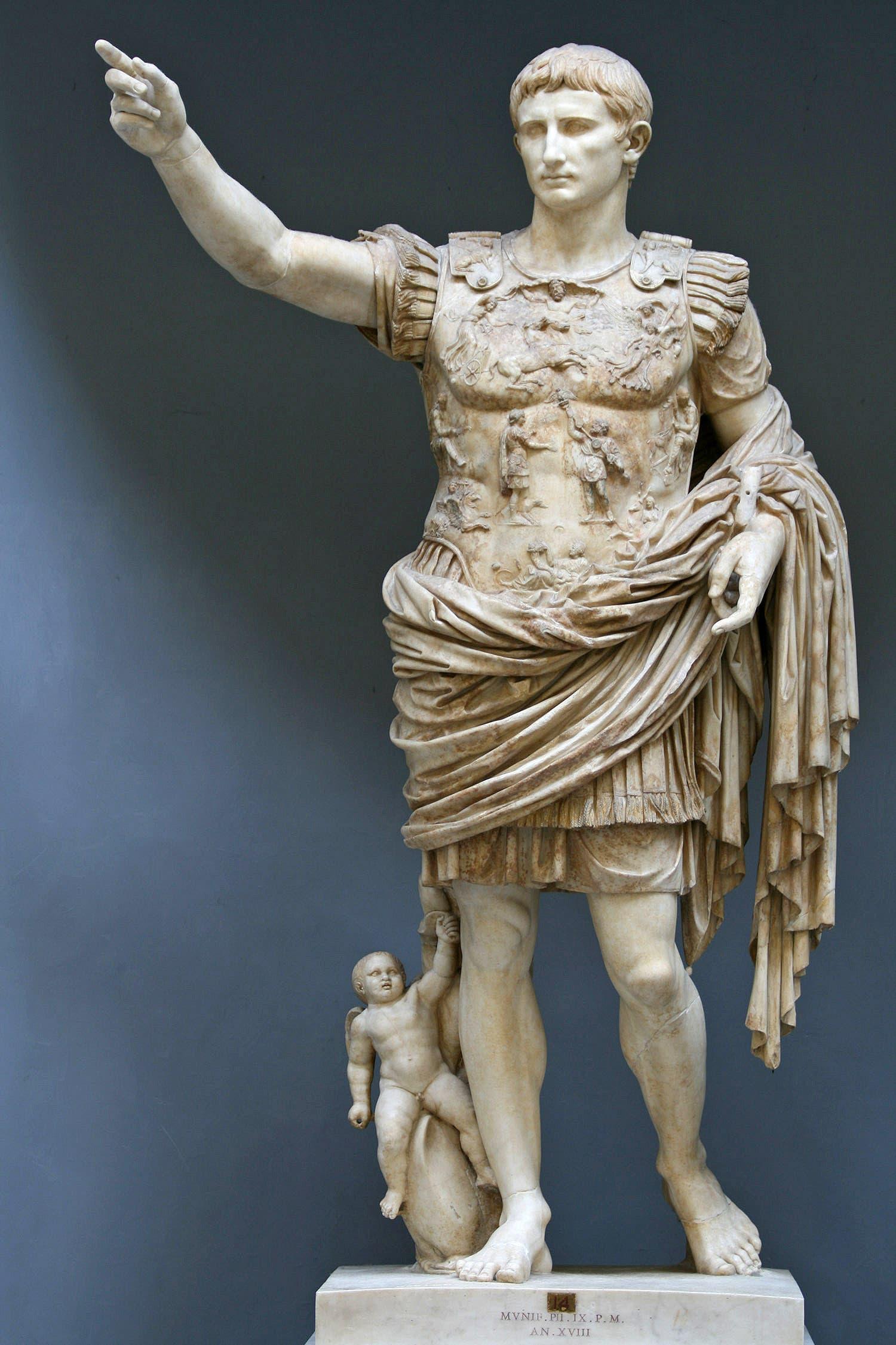 تمثال لأغسطس قيصر