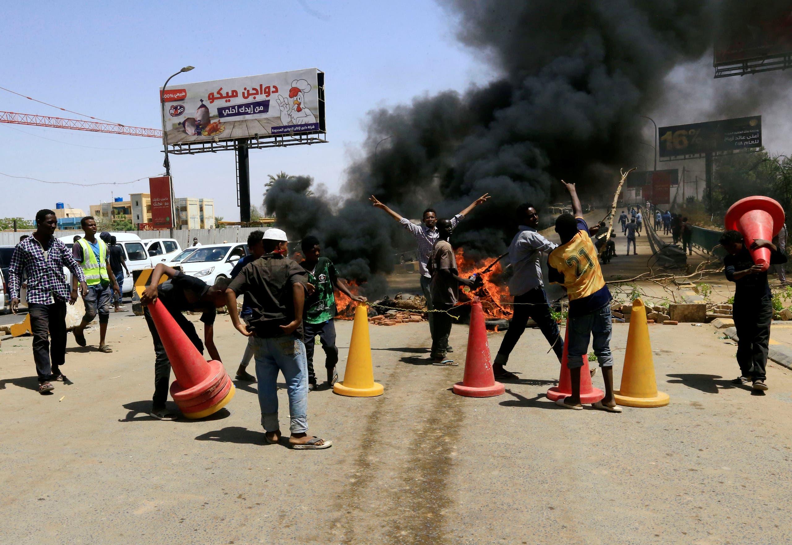 من اعتصام مقر القيادة العامة بالخرطوم(رويترز- 13 مايو)