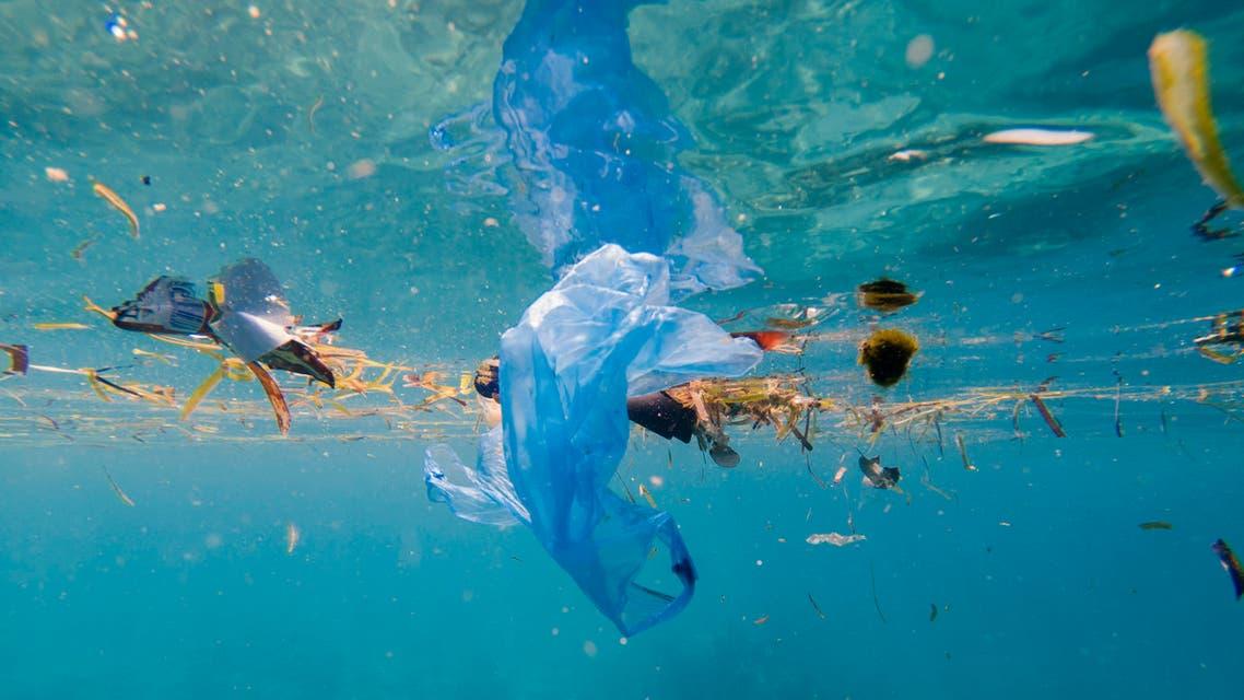 خطر التلوث.. أطنان من المخلفات البلاستيكية ترسو في المحيط الهندي